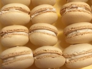 Crazy Baking Day #1: 160 Vanilla Latte Macarons